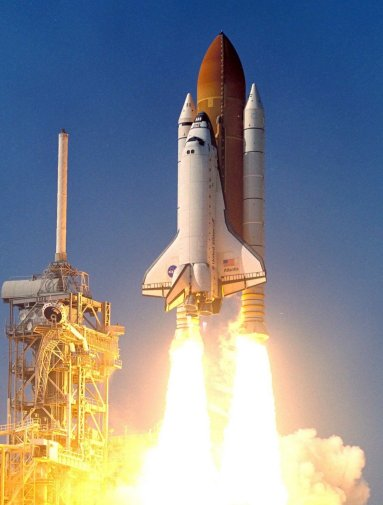 Shuttle Atlantis travels to the launch pad